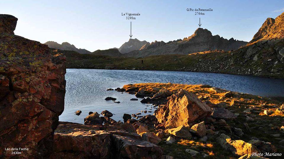 ......... Pic de Peyrelue 2441m Pic du Pourtalet 2165m Pic de Soques 2716m