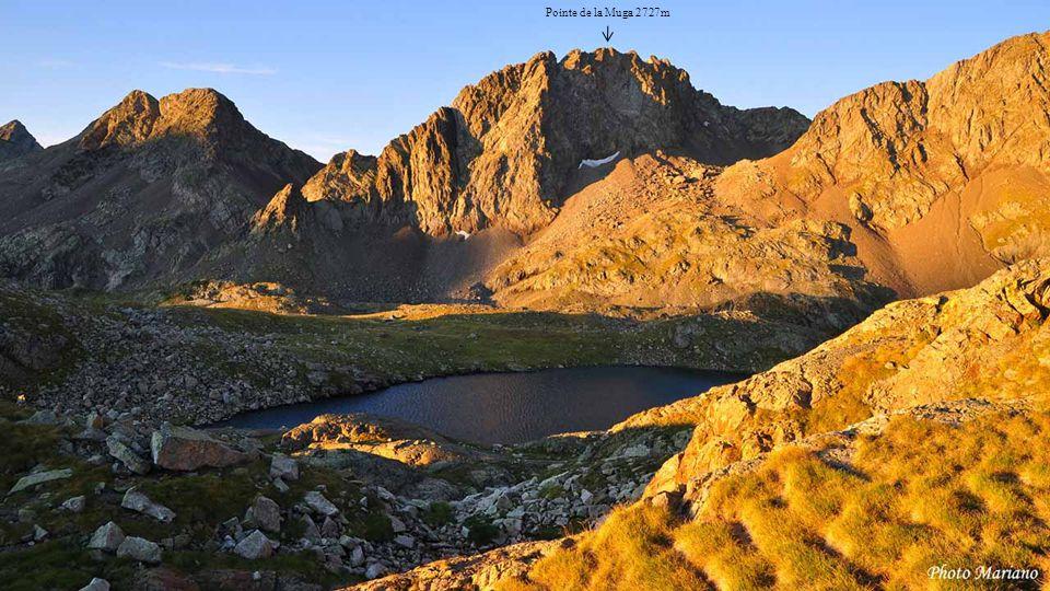 ......... Le Vignemale 3298m Lac de la Fache 2430m G Pic de Peterneille 2764m