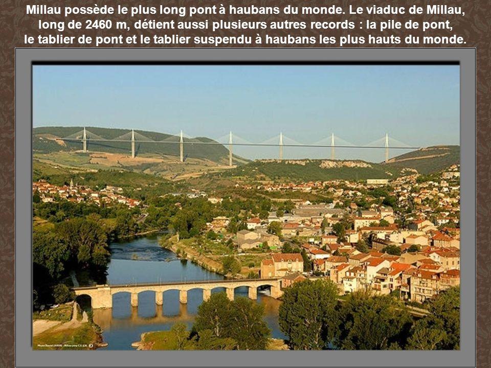 Millau possède le plus long pont à haubans du monde. Le viaduc de Millau, long de 2460 m, détient aussi plusieurs autres records : la pile de pont, le