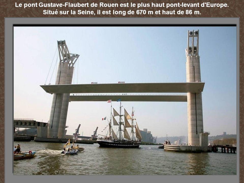 Le pont Gustave-Flaubert de Rouen est le plus haut pont-levant d'Europe. Situé sur la Seine, il est long de 670 m et haut de 86 m.
