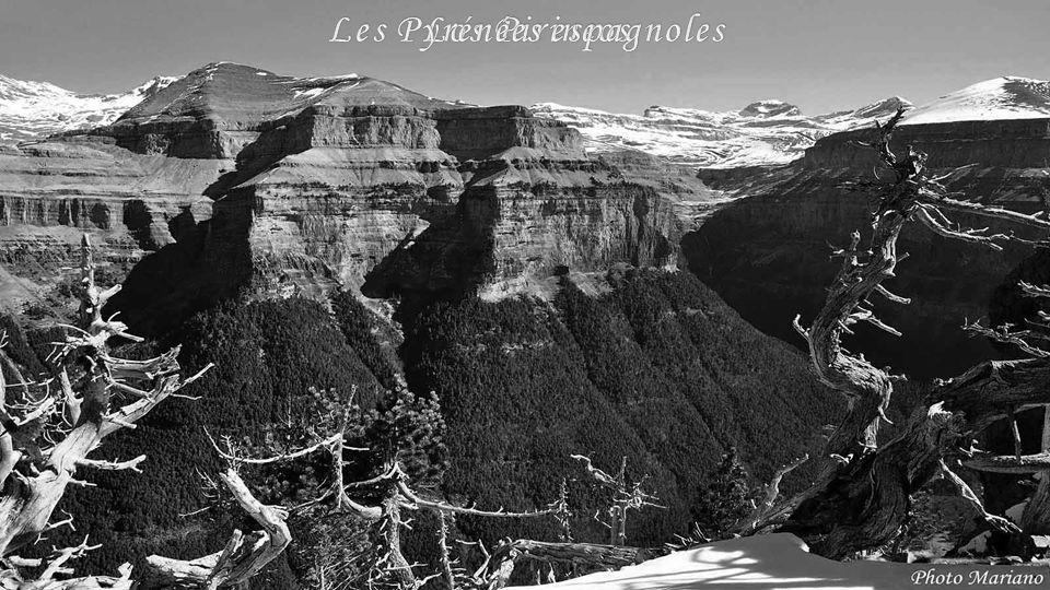 ........ Le Taillon (3144m)Le Marboré (3248m)Le Mont Perdu (3355m)