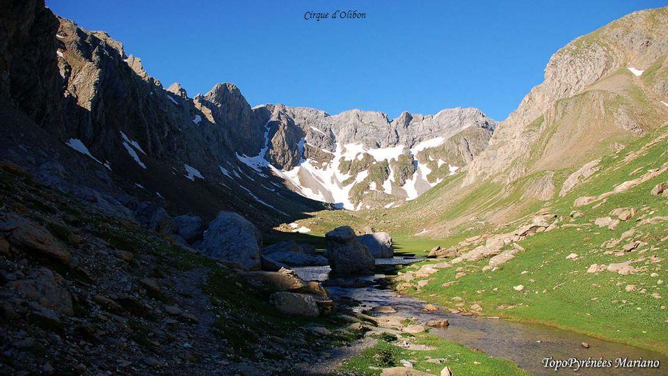 ........ Pic du midi d'Ossau (2884m) Pic d'Anayet (2545m) Le Palas (2974m)