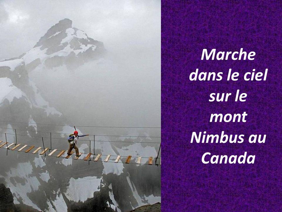 Marche dans le ciel sur le mont Nimbus au Canada