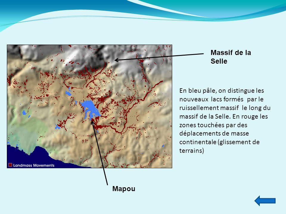 En bleu pâle, on distingue les nouveaux lacs formés par le ruissellement massif le long du massif de la Selle. En rouge les zones touchées par des dép
