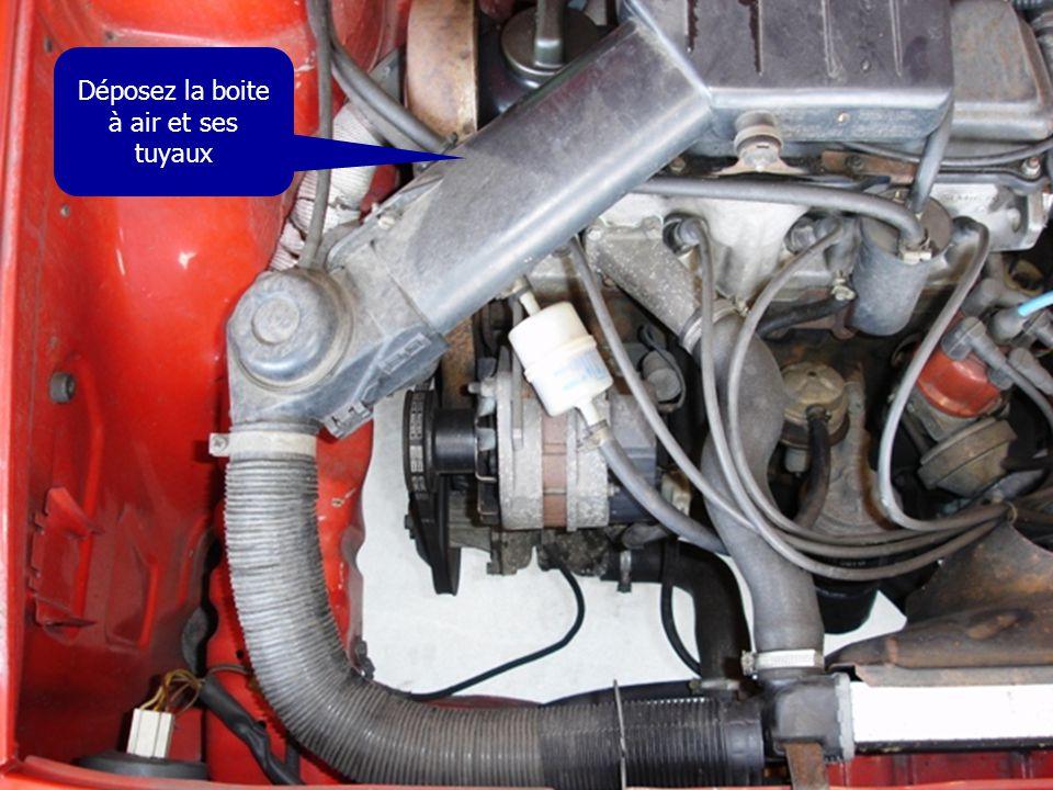La poulie de pompe à eau doit être alignée avec celle de la pompe de DA