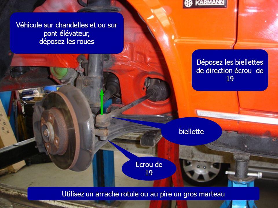 Véhicule sur chandelles et ou sur pont élévateur, déposez les roues Déposez les biellettes de direction écrou de 19 Ecrou de 19 biellette Utilisez un