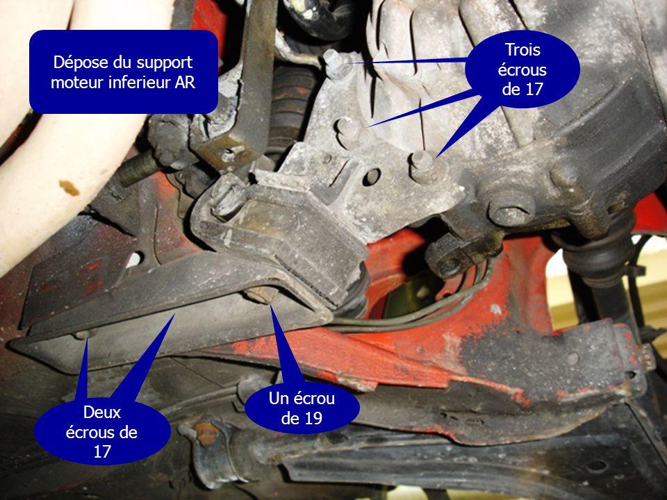 Dépose du support moteur inferieur AR Deux écrous de 17 Un écrou de 19 Trois écrous de 17