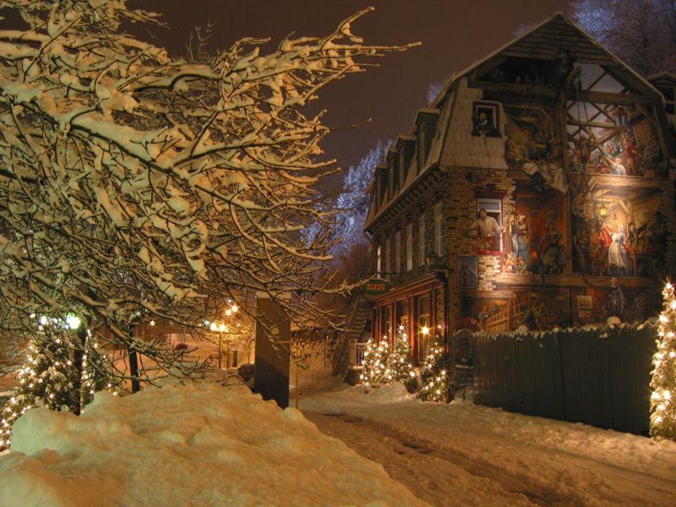 Les rues exhalent leur parfum de neige depuis les toits,