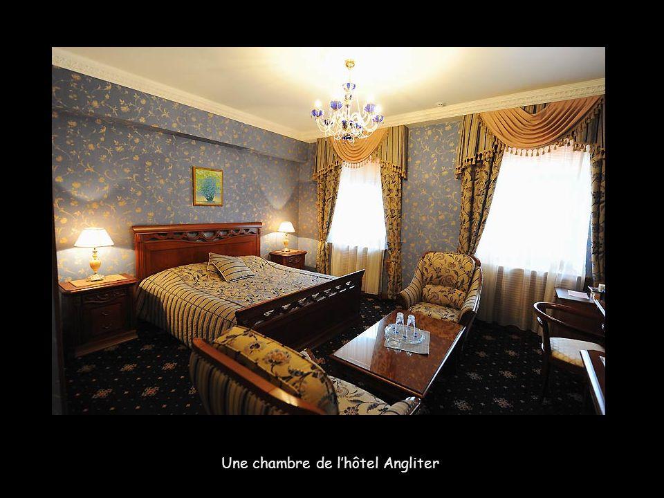 Une chambre de l'hôtel Angliter.