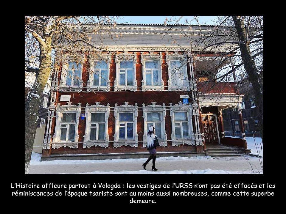 L'Histoire affleure partout à Vologda : les vestiges de l'URSS n'ont pas été effacés et les réminiscences de l'époque tsariste sont au moins aussi nombreuses, comme cette superbe demeure.