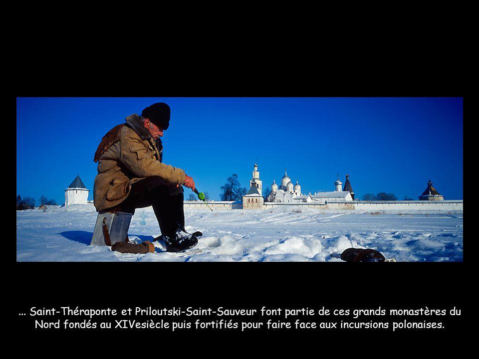 ... Saint-Théraponte et Priloutski-Saint-Sauveur font partie de ces grands monastères du Nord fondés au XIVesiècle puis fortifiés pour faire face aux