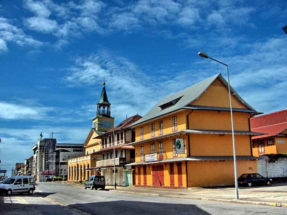 La Guyane (ou Guyane française) est une région et un département d'outre-mer (DOM) français d'Amérique du Sud. Son code de l'Institut national de la s