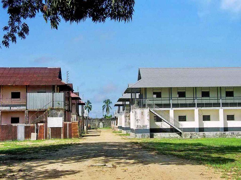 Au XIXe siècle et au début du XXe, elle était surtout connue comme lieu de déportation des bagnards condamnés aux travaux forcés au Bagne de Cayenne.