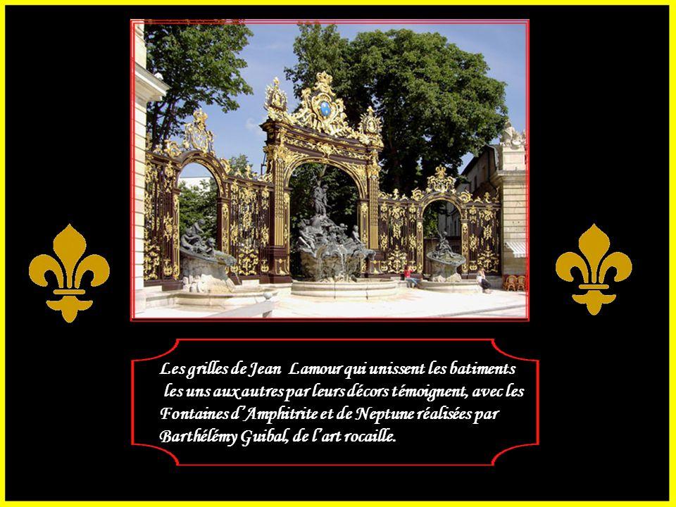 Première de toutes les places royale française, elle sacralise L'image de marque royale tout en accueillant les festivités Populaires. Architecte Emma