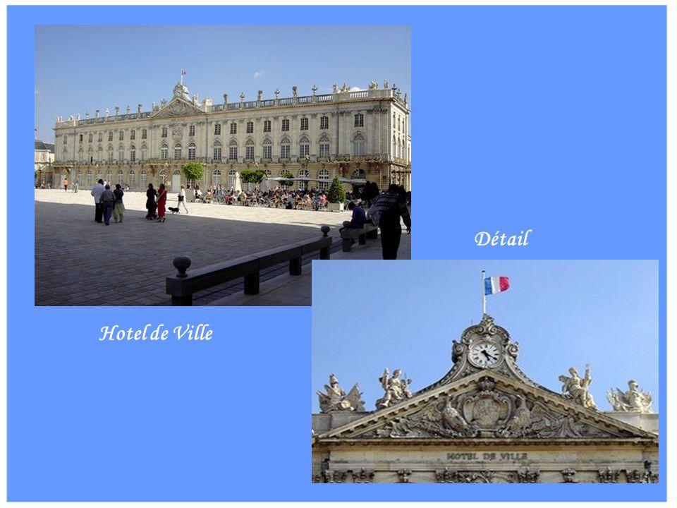 Porte Here Détails Médaillon Louis XV