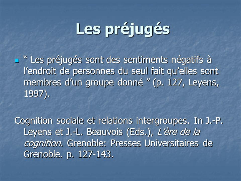 """Les préjugés Les préjugés  """" Les préjugés sont des sentiments négatifs à l'endroit de personnes du seul fait qu'elles sont membres d'un groupe donné"""