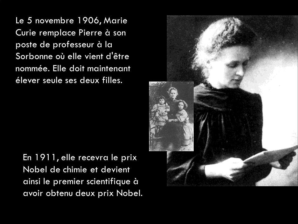 Le 5 novembre 1906, Marie Curie remplace Pierre à son poste de professeur à la Sorbonne où elle vient d'être nommée. Elle doit maintenant élever seule