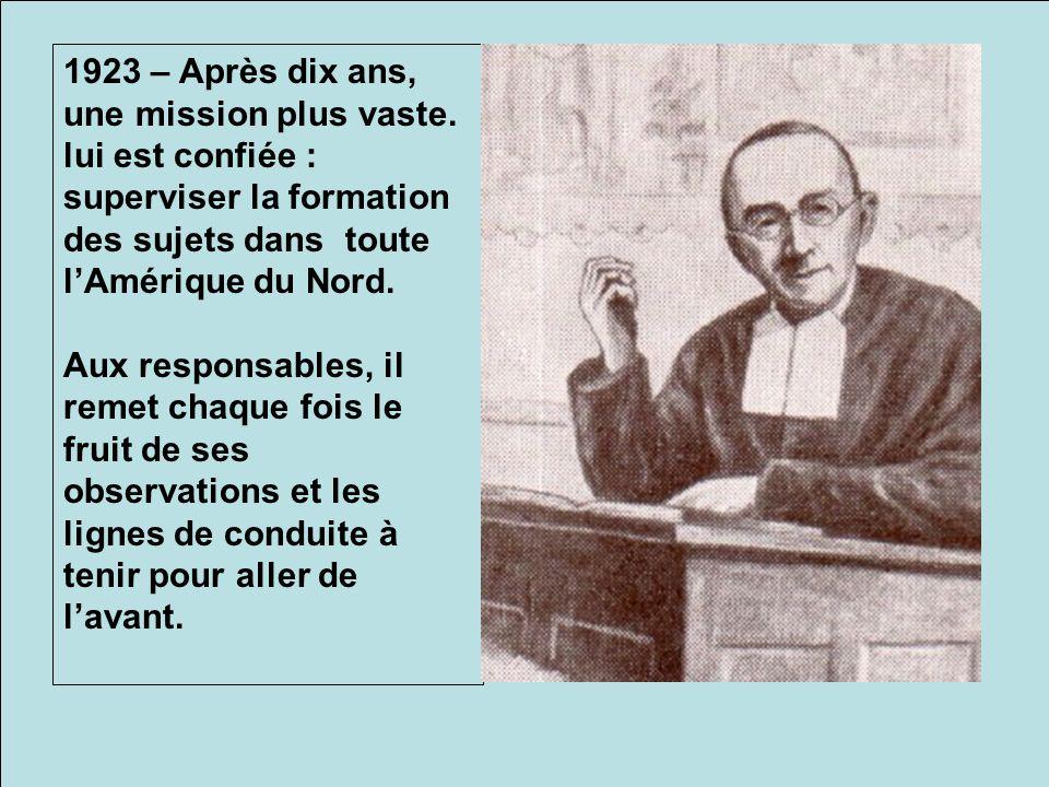 De retour au Québec, il préside les retraites de 20 ou de 30 jours, comme pour ce groupe à Varennes en 1925.