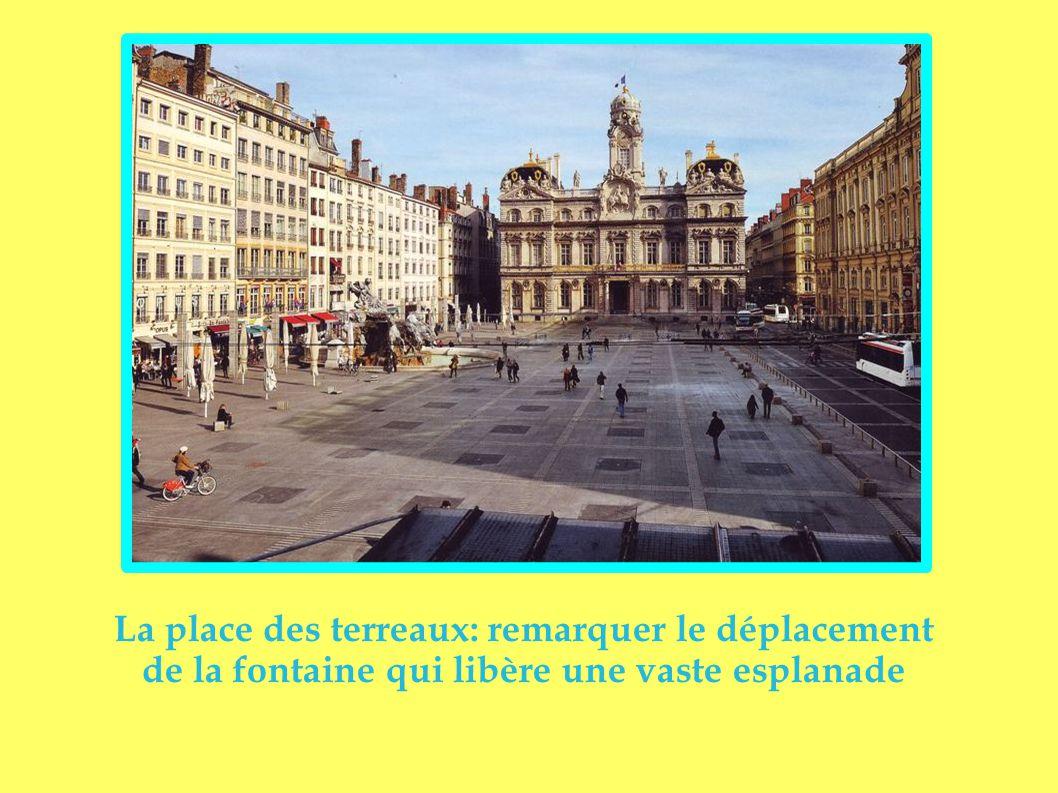 Ancienne artère médiévale, la rue des marchands puis des prostituées est devenue, aujourd'hui, la rue des restaurants