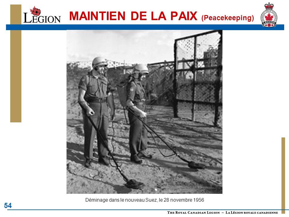 54 MAINTIEN DE LA PAIX (Peacekeeping) Déminage dans le nouveau Suez, le 28 novembre 1956