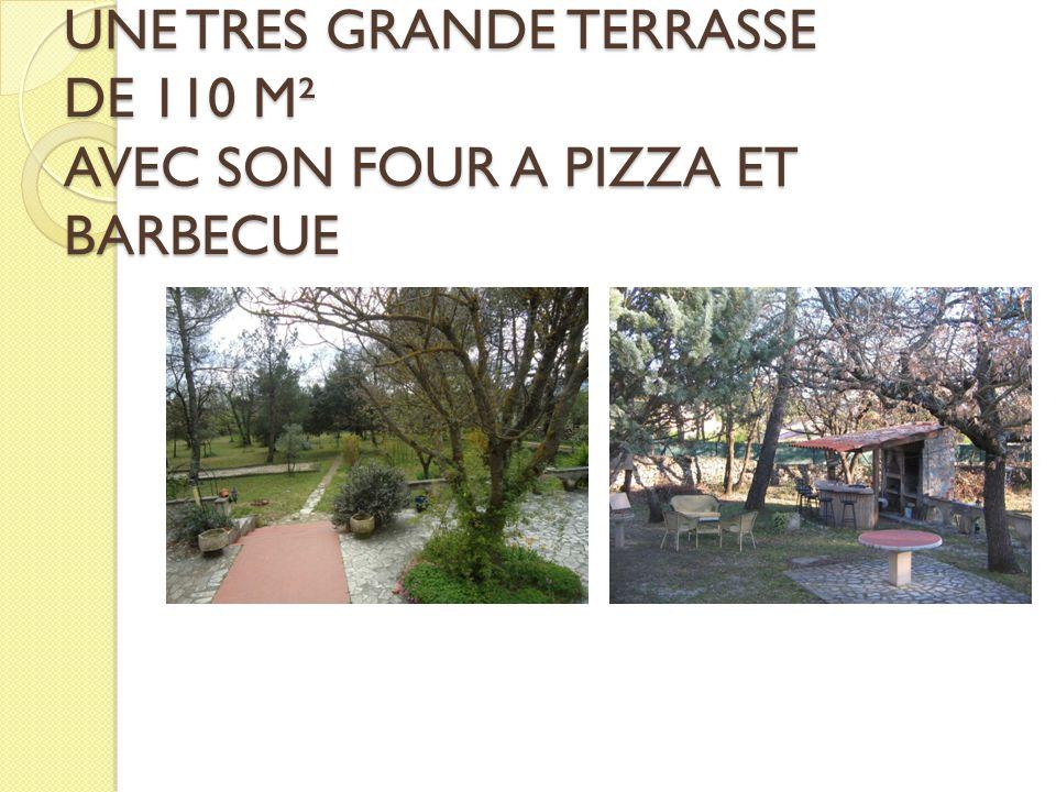 UNE TRES GRANDE TERRASSE DE 110 M² AVEC SON FOUR A PIZZA ET BARBECUE