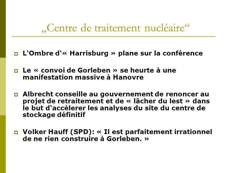 """""""Centre de traitement nucléaire""""  L'Ombre d'« Harrisburg » plane sur la conférence  Le « convoi de Gorleben » se heurte à une manifestation massive"""