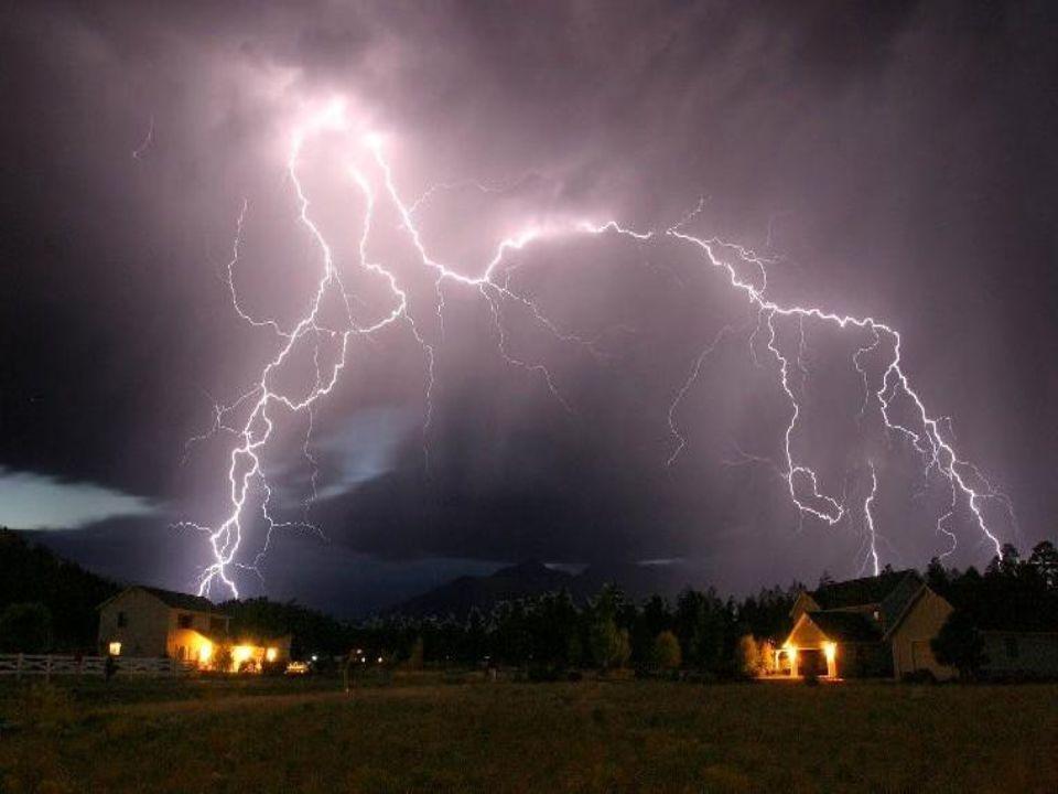 Les orages électriques et la foudre ont été si phénoménaux que depuis des temps immémoriaux, ils ont subjugué l'homme par leur beauté et leur énorme pouvoir de destruction.