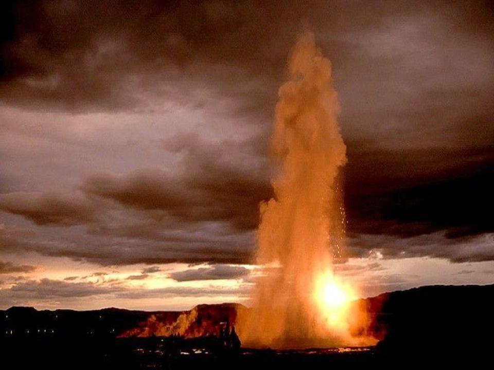 Régulier comme un métronome, le geyser Strokkar, en Islander Jaillit exactement toutes les 5 minutes.
