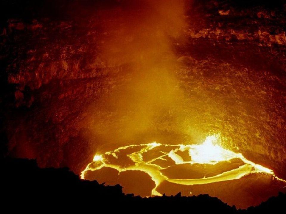 La caldera du volcan Erta Ale se situe dans la dépression Danakile, Une zone particulièrement basse de l'Afrique : 120 mètres au-dessous du niveau de la mer dans le nord de l'Ethiopie.