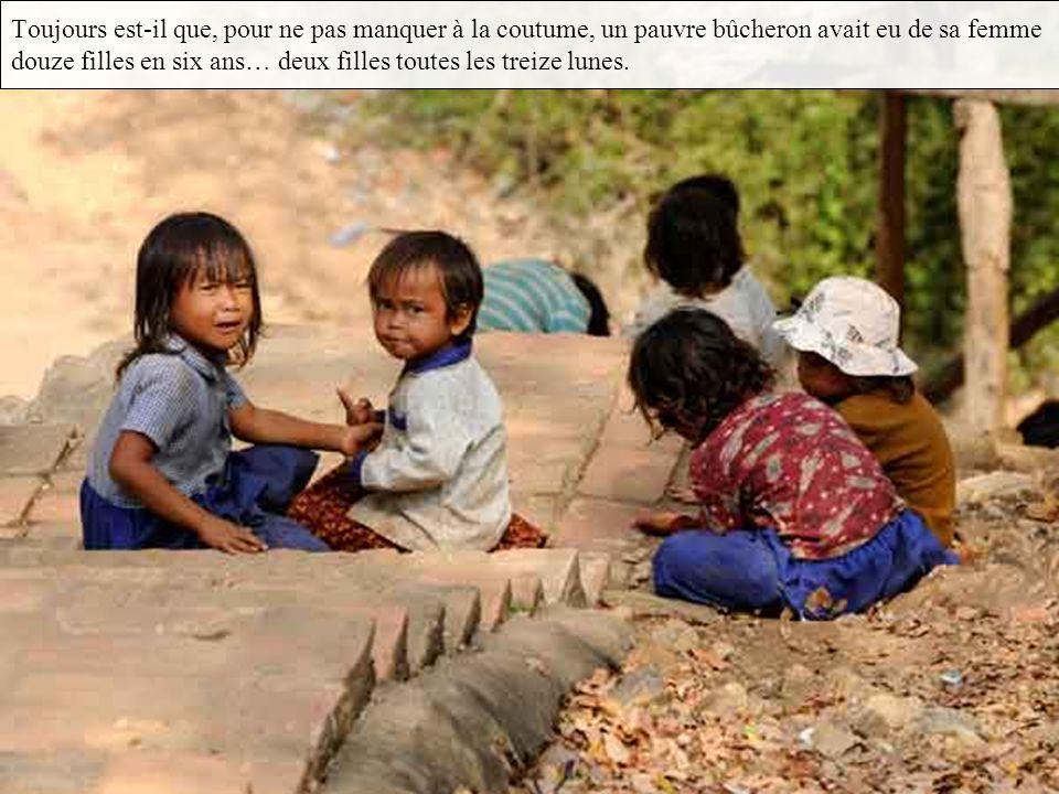 Et bien voilà la légende des 12 filles d Angkor On ne sait au juste pourquoi, mais, de tout temps et en tous lieux, les pauvres gens ont eu beaucoup d enfants : peut-être est-ce un présent des dieux qui veulent suppléer à la richesse absente par une abondante tendresse familiale...