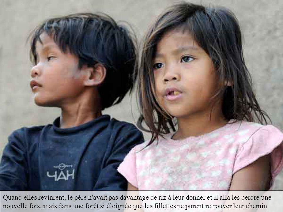 Une des plus jeunes jumelles, Néang Pou, se montra fort avisée. Elle grimpa sur un arbre et, de là, elle cria à ses soeurs qu'elle voyait de la fumée