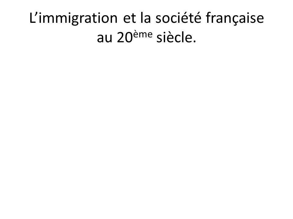 1 ère phase : le travail au brouillon pour analyser les termes du sujet • « L'immigration » : une définition qui appelle à distinguer immigrés et étrangers.