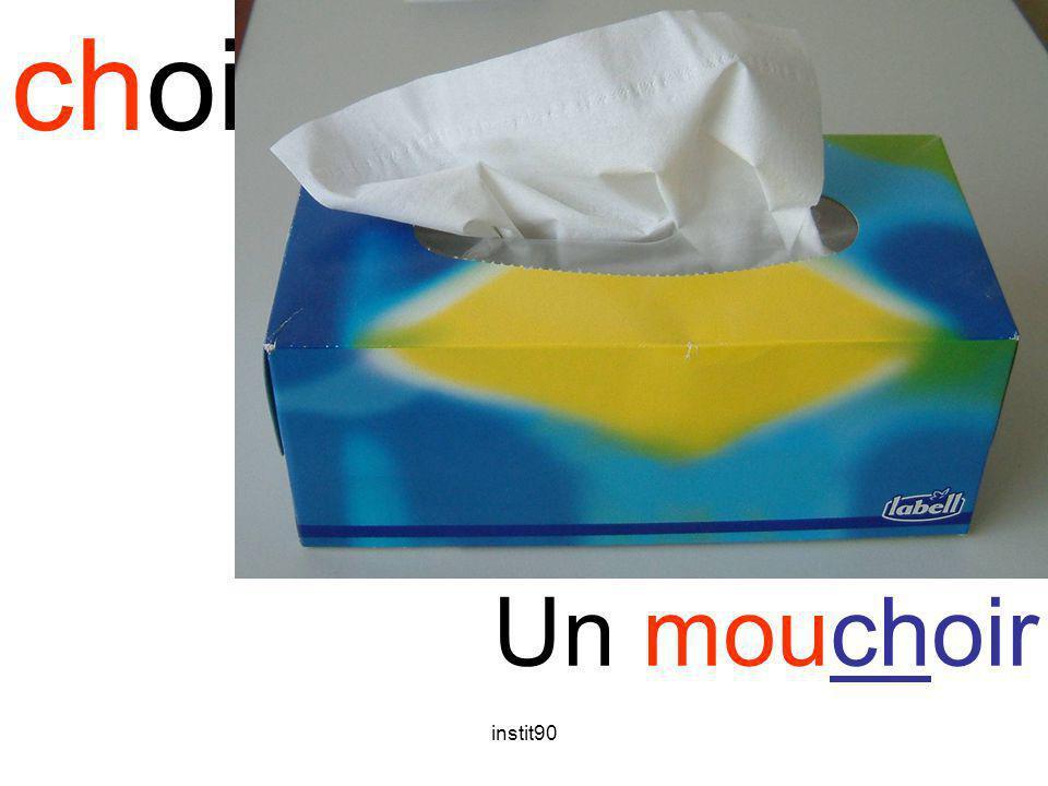 instit90 choi mouchoir Un mouchoir