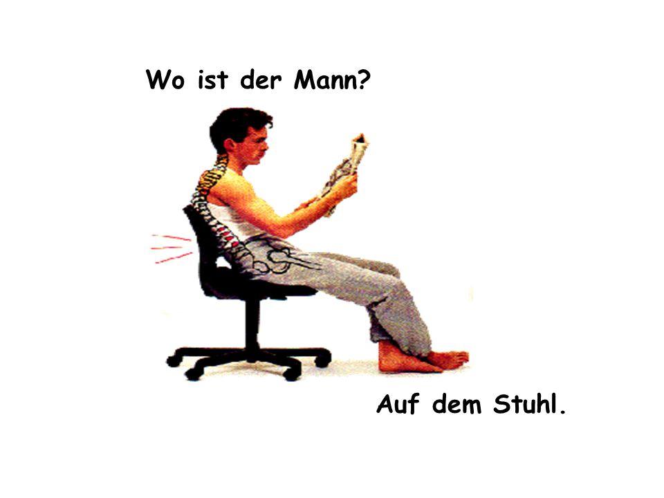 Wo ist der Mann? Auf dem Stuhl.