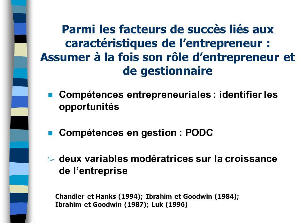 Parmi les facteurs de succès liés aux caractéristiques de l'entrepreneur : Assumer à la fois son rôle d'entrepreneur et de gestionnaire n Compétences