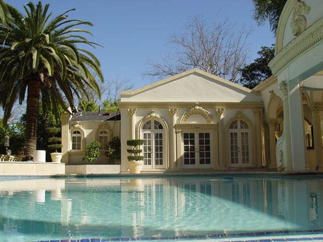 Pouvez-vous imaginer qui peut posséder une telle résidence et y vivre dans cette opulence .