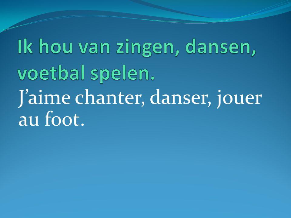 J'aime chanter, danser, jouer au foot.