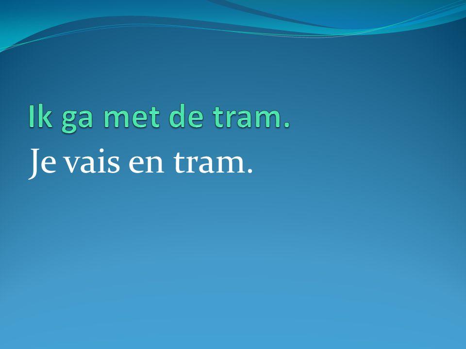 Je vais en tram.