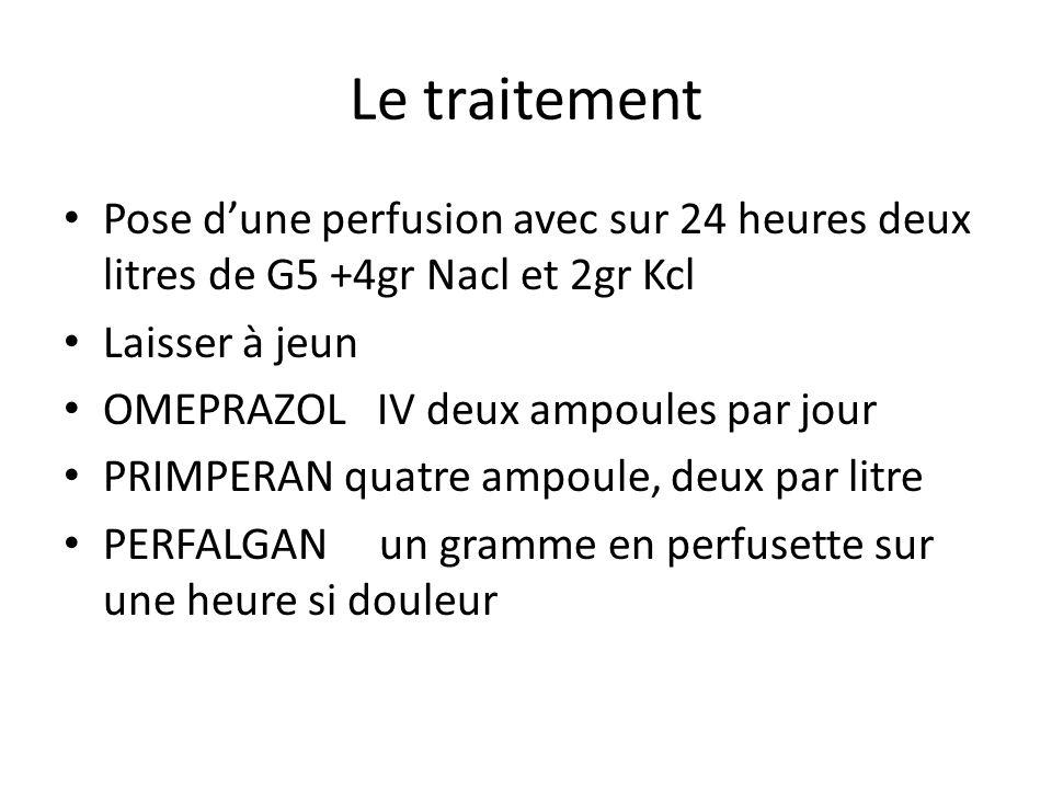 Le traitement Pose d'une perfusion avec sur 24 heures deux litres de G5 +4gr Nacl et 2gr Kcl Laisser à jeun OMEPRAZOL IV deux ampoules par jour PRIMPE