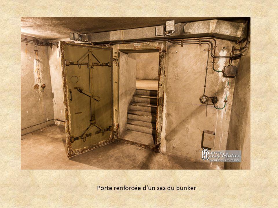 Porte renforcée d'un sas du bunker