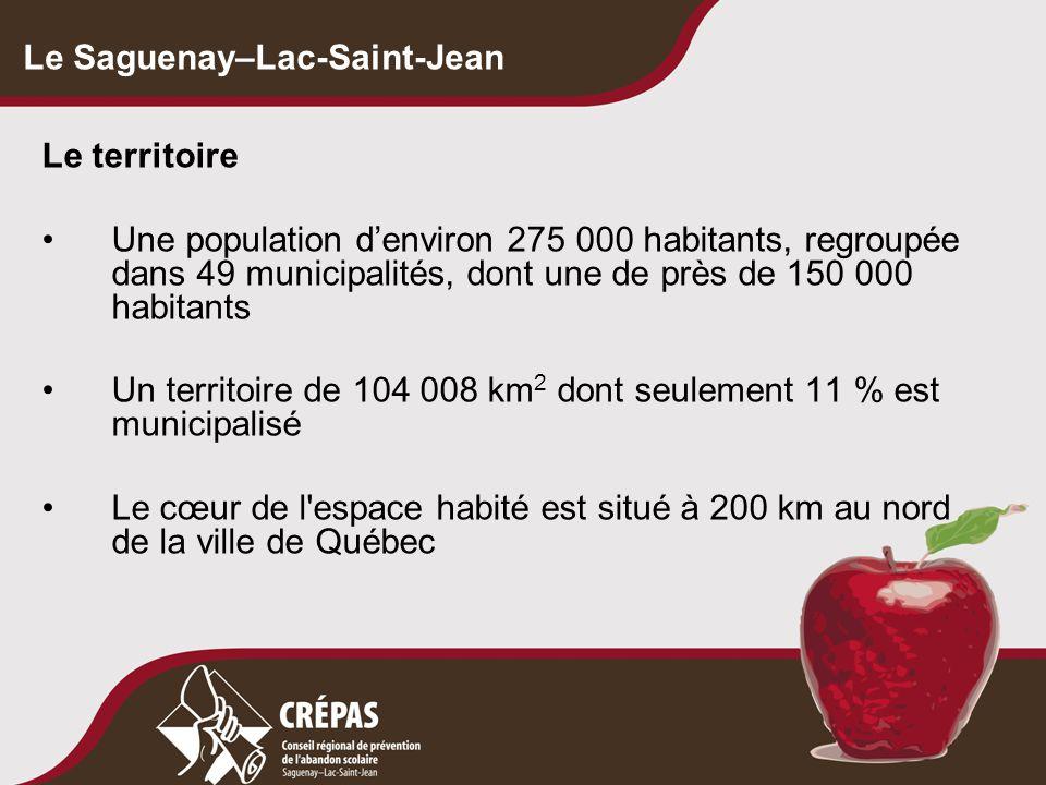 Le Saguenay–Lac-Saint-Jean Le territoire Une population d'environ 275 000 habitants, regroupée dans 49 municipalités, dont une de près de 150 000 habitants Un territoire de 104 008 km 2 dont seulement 11 % est municipalisé Le cœur de l espace habité est situé à 200 km au nord de la ville de Québec