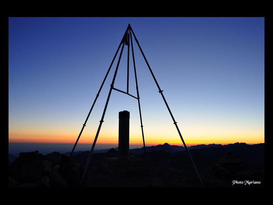 ... Les lumières de la ville de Tarbes depuis le sommet du Balaitous (4h du matin)