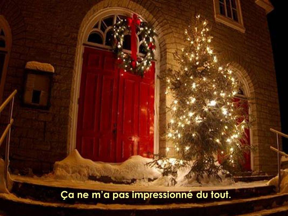 Alors en accrochant nos boules de Noël, pensons à nous accrocher des sourires au visage.