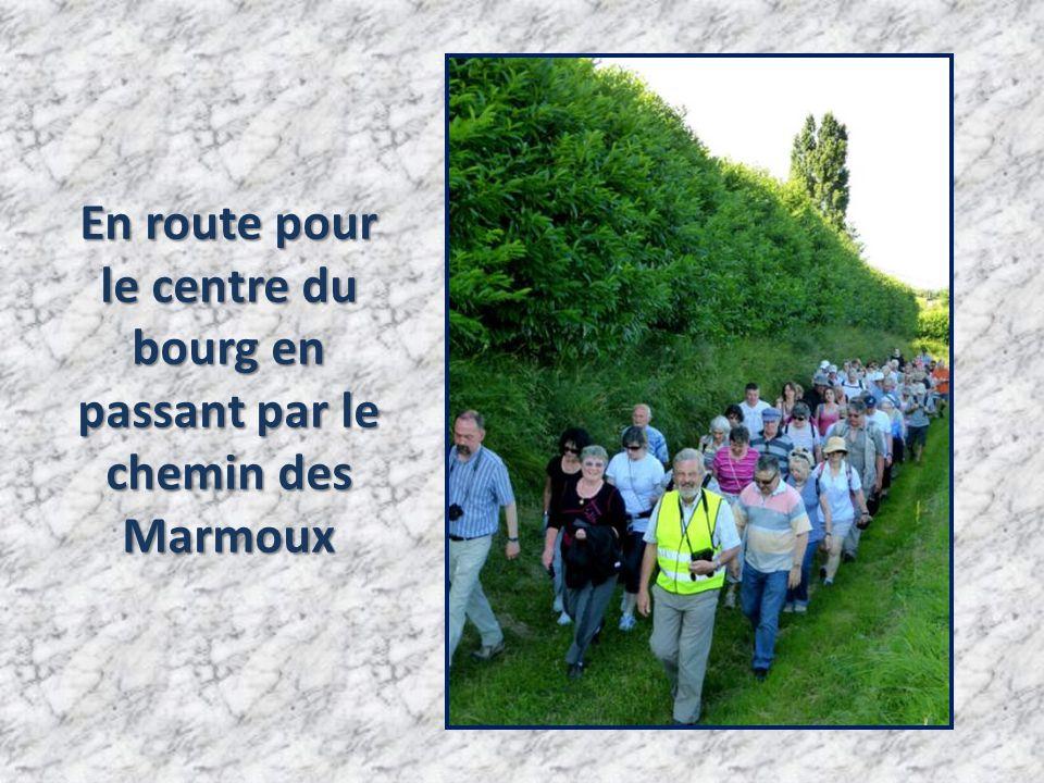En route pour le centre du bourg en passant par le chemin des Marmoux