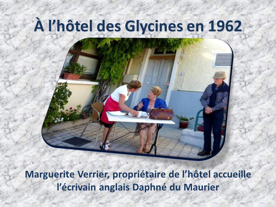 À l'hôtel des Glycines en 1962 Marguerite Verrier, propriétaire de l'hôtel accueille l'écrivain anglais Daphné du Maurier