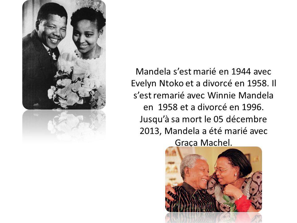 Mandela s'est marié en 1944 avec Evelyn Ntoko et a divorcé en 1958. Il s'est remarié avec Winnie Mandela en 1958 et a divorcé en 1996. Jusqu'à sa mort