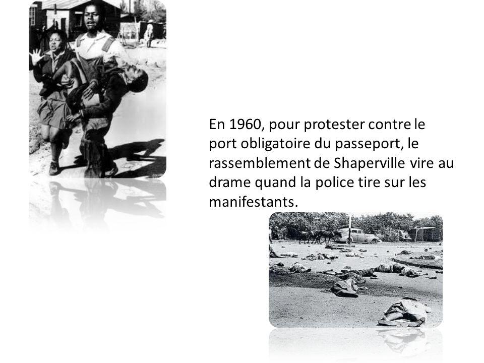En 1960, pour protester contre le port obligatoire du passeport, le rassemblement de Shaperville vire au drame quand la police tire sur les manifestan