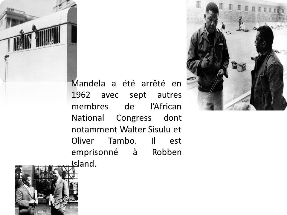 Mandela a été arrêté en 1962 avec sept autres membres de l'African National Congress dont notamment Walter Sisulu et Oliver Tambo. Il est emprisonné à