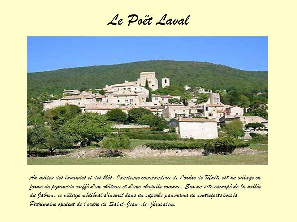 Du haut de son promontoire, surplombant le canal de Donzère et la plaine de Pierrelatte, cette ancienne place forte médiévale se situe sur la rive gau