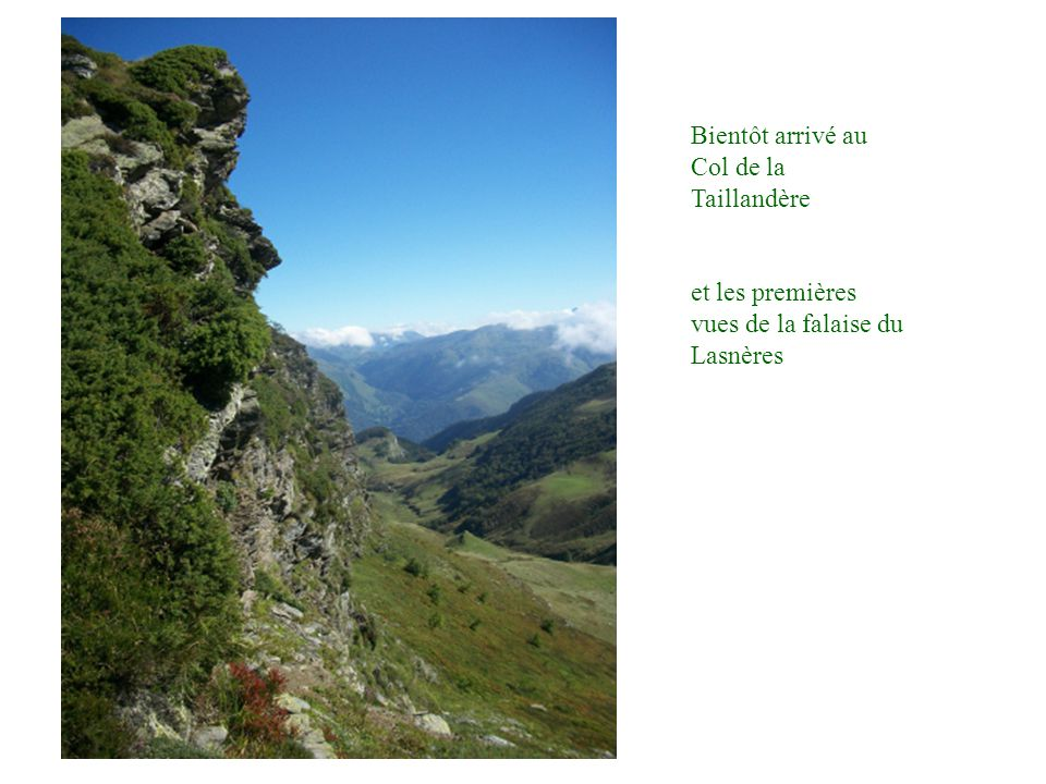 Bientôt arrivé au Col de la Taillandère et les premières vues de la falaise du Lasnères